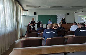 Обука припадника Саобраћајне полиције ПУ Смедерево о правилној употреби безбедносних седишта за превоз деце | Agencija za bezbednost saobraćaja