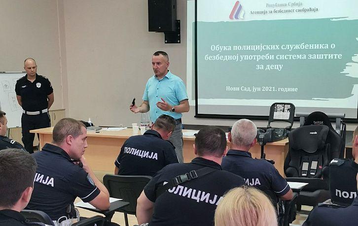 Nastavljena obuka pripadnika saobraćajne policajace u vezi sa kontrolom i pravilnom upotrebom dečijih auto–sedišta | Agencija za bezbednost saobraćaja