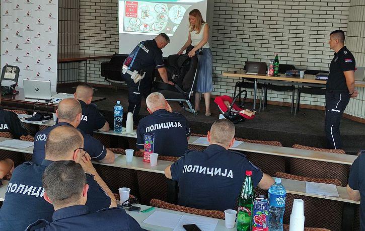 Obuka pripadnika Saobraćajne policije PU Vranje i Leskovac o pravilnoj upotrebi bezbednosnih sedišta za prevoz dece | Agencija za bezbednost saobraćaja