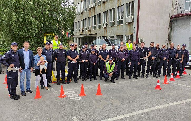 Обука припадника Саобраћајне полиције ПУ Бор и Зајечар о значају коришћења безбедносног седишта и сигурносног појаса   Agencija za bezbednost saobraćaja